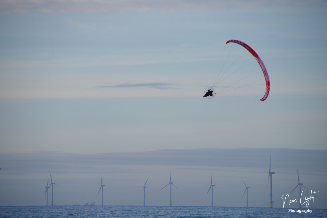 hoylake-paraglider